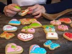 Your homemade frosted dog cookies will look perfect with our royal icing for dogs that doesn't crack. Our easy dog cake icing only requires water and it is the best yogurt icing that dries hard without refrigeration. Dog Biscuit Recipes, Dog Treat Recipes, Healthy Dog Treats, Dog Food Recipes, Doggie Treats, Horse Treats, Cookie Recipes, Homemade Dog Cookies, Homemade Dog Food