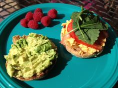 Clean eating breakfast Whole wheat English muffin, toasted •Avocado, mashed •Tomato, sliced •Egg or egg whites •Spinach •Nummy cheese  st sandwich