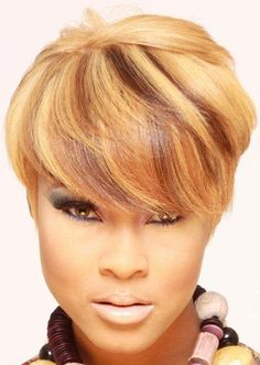 short hairstyles for round faces Celebrity Beauty Haircut For Thick Hair, Cute Hairstyles For Short Hair, Short Hair Cuts, Curly Hair Styles, Natural Hair Styles, Big Natural Hair, Love Hair, Great Hair, Gorgeous Hair