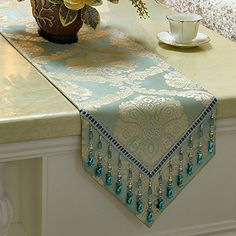 Patchwork Table Runner, Table Runner Pattern, Piping Tutorial, Table Throw, Ramadan Crafts, Cushion Cover Designs, Table Toppers, Crochet Home, Table Linens