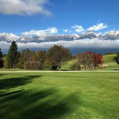 It was quite cold but very nice. Can you see the first snow on the mountains? #golf #bestday #lovetirol #mylife #golfbroadcaster #travel #artum #winteriscoming #fall #