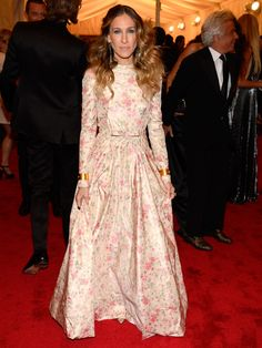 Sarah Jessica Parker in a silk taffeta Sur chaine floral printed gown from Valentino's SS12 Haute Couture Collection MET Gala NY 2012. If you look closely even her shoes match the gown.