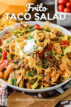 Frito Taco Salad - Spend With Pennies This Frito taco salad is a fun twist on a classic taco salad. Just brown your meat mixture, top your lettuce with you favorite toppings, like salsa or guacamole, and dive in! Taco Salad Bar, Frito Taco Salad, Taco Salad Recipes, Beef Recipes, Cooking Recipes, Taco Salads, Taco Salad With Fritos, Taco Salad Bowls, Frito Pie