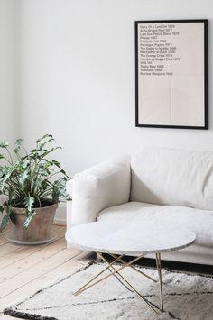 White marble coffee table Photo