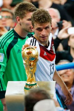 """Bahaha, Thomas Müller really couldn't wait. - """"Just a second, lemme touch that. Excuse me, sorry, ah, there we go. Okay, I'm good."""""""