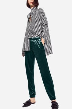 This pants is suit for us wearing in this season. Never feel too hot or too cool with if you wear it in autumn season. It is with velvet fabric, featuring high and drawstring waist, side pockets and ankle banded design. With piece of causal tops are a good choice.