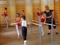 """Pentru a beneficia de discountul de 25% oferit de scoala de balet """"Svetlana Zotina"""", intrati pe http://www.ascento.ro/detalii_oferta.php?id=25 pentru detalii."""