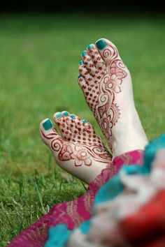 SARAHENNA offers henna body art services in the Seattle area, and professional henna supplies shipped worldwide. New Bridal Mehndi Designs, Mehndi Designs Feet, Legs Mehndi Design, Indian Mehndi Designs, Mehndi Designs 2018, Mehndi Designs For Girls, Modern Mehndi Designs, Mehndi Design Pictures, Simple Mehndi Designs