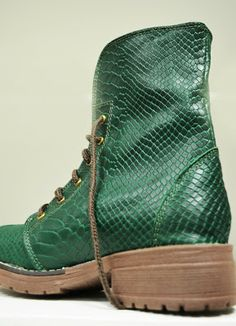 Dr. Martens, Combat Boots, Walking, Sneakers, Shoes, Facebook, Fashion, Leather Wallets, Over Knee Socks
