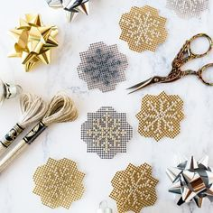 Free pattern: Sparkly metallic cross stitch snowflakes