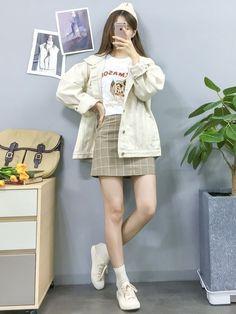 New Fashion Teenage Vintage Aesthetic Ideas Korean Girl Fashion, Korean Fashion Trends, Korean Street Fashion, Korea Fashion, Kpop Fashion, Asian Fashion, Daily Fashion, Trendy Fashion, Fashion Outfits