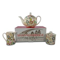 Shannonbridge Pottery is a family-run business in County Offaly with a wide choice of quality handmade contemporary and traditional Irish gifts perfect for any occasion. Irish Pottery, Pottery Gifts, Novelty Mugs, Irish Traditions, Homemade Cakes, Tea Pots, Ireland, Tableware, Handmade