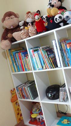Livros devem ficar na altura dos olhos e das mãos da criançada