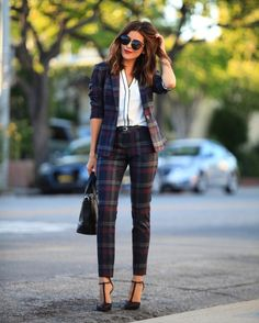 @sazanhendrix wears a patterned pant suit for the perfect chic work fit.