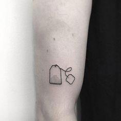 Teabag tattoo Small black tattoo of a teabag inked on the right upper arm - Tattoo - Minimalist Tattoo Mini Tattoos, Body Art Tattoos, Sleeve Tattoos, Xoil Tattoos, Forearm Tattoos, Tatoos, Sexy Tattoos, Small Tattoo Arm, Small Black Tattoos