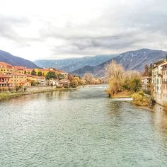 Benvenuti a Bassano del Grappa! Aos pés dos Alpes essa cidade pequena mas riquíssima em história apaixonou até Napoleão. Em breve novos post sobre essa cidade charmosa e linda! ❄🗻 #piacereitalia #italia #italy #bassanodelgrappa #turismoitalia #viagem #trip