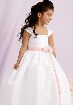 My nieces would look adorable in this dress!