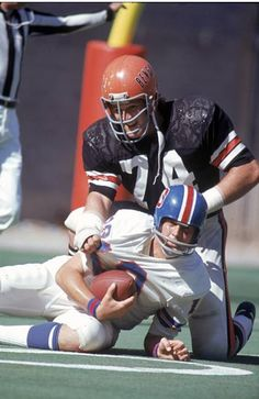 Mike Reid, 1973 Broncos at Bengals Nfl Football Players, Football Helmets, School Football, Tough Guy, Cincinnati Bengals, National Football League, American Football, Old School, Mike Reid