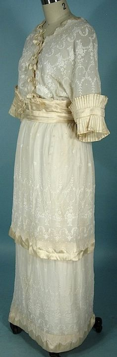 c. 1914 Linen Crepe Embroidered Gown Trimmed in Ecru Satin of Oriental Design!