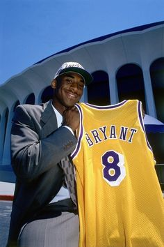 Kobe Bryant Family, Kobe Bryant 24, Lakers Kobe Bryant, Young Kobe Bryant, Nba Players, Basketball Players, Kobe Bryant Pictures, Kobe Mamba, Kobe Bryant Black Mamba