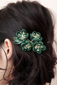 花を束ねた髪飾り