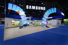 Great design for this Samsung tradeshow booth.