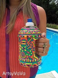 How cool is this DIY water bottle with Puffy Paint? You'll never get confused about whose drink is whose this way!