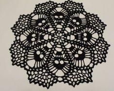 Skull Doily - Crochet Doily - Crochet Lace - Skull Lace Doily - Needle work- Crochet - Skull Lace by CreativeWorkByAnnie on Etsy Cotton Crochet, Thread Crochet, Crochet Crafts, Crochet Yarn, Crochet Projects, Crochet Stitches, Crochet Skull Patterns, Halloween Crochet Patterns, Lace Doilies
