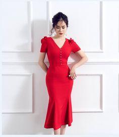 Đầm cổ tim đuôi cá kết ngọc trai màu đỏ