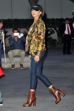 Casual spring outfit ideas from your favorite stars like Zendaya (who looks so cool in a camo jacket, dark skinny jeans, and chunky ankle boots). Click for more pictures!