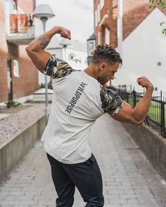 """Wild Purpose™ Fitness Apparel on Instagram: """"Flex Sunday🔥 Which is your best flex pose?💪🏼 @iyehag in our Grey Camo Performance Shirt!"""" Fitness Apparel, Camo, Sunday, Poses, Grey, Mens Tops, Shirts, Instagram, Fashion"""