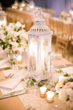 Centros con faroles para mesas de boda románticos y muy vintage.
