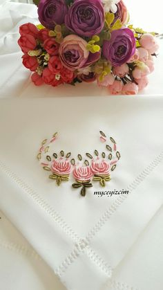 This Pin was discovered by Yeş Hand Embroidery Stitches, Hand Embroidery Designs, Embroidery Applique, Floral Embroidery, Embroidery Patterns, Cross Stitch Patterns, Sewing Patterns, Creative Embroidery, Brazilian Embroidery