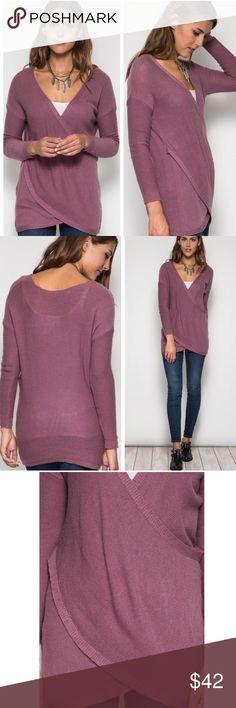 💕Mauve crossed light sweater💕 Flattering, mauve light crosses sweater med New boutique Sweaters Crew & Scoop Necks