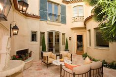 Inviting private courtyard in southern California. Brandon Architects.