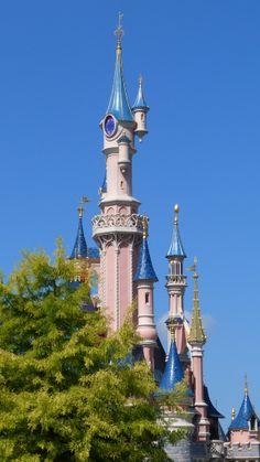 Sleeping Beauty Castle; Het grote kasteel van Doornroosje, in Disneyland Parijs.