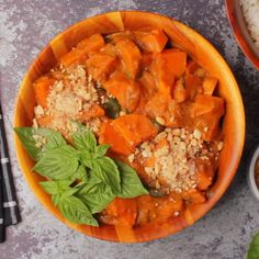 Rich and satisfying vegan sweet potato curry. Hearty, comforting and insanely good, this vegan curry is really simple to make with very impressive results. potato al horno asadas fritas recetas diet diet plan diet recipes recipes Curry Recipes, Diet Recipes, Vegetarian Recipes, Healthy Recipes, Vegan Gnocchi Recipe, Gnocchi Recipes, Cake Vegan, Sweet Potato Curry, Vegan Curry
