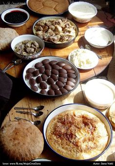 Traditional food in the northern highland region of Montenegro  http://www.facebook.com/photo.php?fbid=571028319620602=a.413366205386815.91318.391382824251820=1