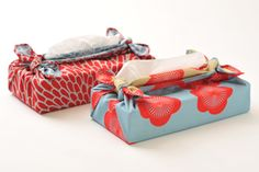 和の雑貨 風呂敷(ふろしき)むす美 Furoshiki musubi 日本の伝統を文様に託す。伊砂文様。 両面染めが美しく、各がらに文様の意味が込められています。 意味を込めて贈るプレゼントにも最適。 内祝・結婚祝にも。 さっと簡単に使う風呂敷なら京都の風呂敷メーカーむす美の風呂敷。