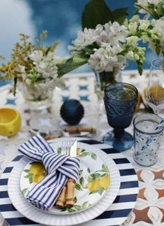 Mesa verão dinner themes, a table, dinner table, knife and fork, entertainment Deco Buffet, Deco Table, Brunch Mesa, Beautiful Table Settings, Dinning Table, Table Arrangements, Decoration Table, Fine Dining, Tablescapes