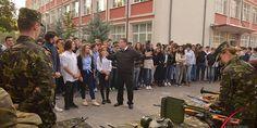 """ZIUA ARMATEI ROMÂNIEI ÎN ŞCOLI – UN EVENIMENT CARE-ŢI POATE SCHIMBA VIITORUL • Programul """"Armata României în şcoli"""" care, ajuns la a patra ediţie, a debutat anul acesta în Bucureşti, la Colegiul Tehnic de Arhitectură """"Ion N.Socolescu"""""""
