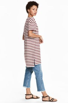 Straight-cut, short-sleeved dress in striped cotton jersey with a chest pocket. Sweatshirt, T Shirt, Shirt Dress, Straight Cut, Athleisure, My Wardrobe, Bordeaux, Capri Pants, Burgundy