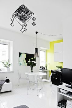 black and white w a pop of lime! or is it yellow?? let's settle on lellow!!!
