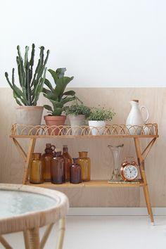 Vintage plantstand, brown bottles |Bambula: Koti-ikävä