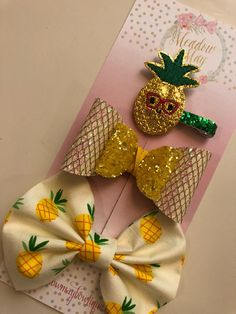 This listing shows 1 hair clip and 2 bows it is sold as a set. It includes: a pineapple embroidered hair clip (or can be attached to a nylon headband) yellow and ivory glittered hair bow (glitter doesnt flake off) and pineapple printed cotton hair bow (2 sizes available) Each piece