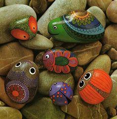 Animais jardinagem stone painting, stone art и painted rocks Pebble Painting, Pebble Art, Stone Painting, Rock Painting, Summer Painting, Stone Crafts, Rock Crafts, Arts And Crafts, Diy Crafts