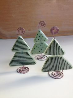 little x-mas trees Fused Glass Ornaments, Fused Glass Jewelry, Fused Glass Art, Glass Christmas Ornaments, Christmas Projects, Mosaic Glass, Christmas Decorations, Christmas Ideas, Stained Glass Christmas