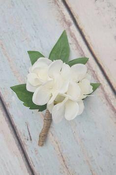 Picking the Perfect Flower Wedding Bouquet Hydrangea Corsage, Hydrangea Boutonniere, White Hydrangea Bouquet, White Boutonniere, Hydrangea Wedding Centerpieces, Diy Bouquet Mariage, Diy Wedding Bouquet, Corsage Wedding, Wedding Reception Flowers