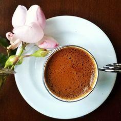 Güzel,tatlı kahve arkadaşımız @nevalaktel doğum günüymüş bugün    canım sevdiklerinle nice senelere  Gülen yüzün hiç solmasın