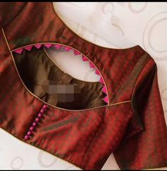 Blouse designs Trendy Sari Bluse Design - Das handgefertigte Handwerk Will the Democrats be able to Blouse Back Neck Designs, Simple Blouse Designs, Stylish Blouse Design, Fancy Blouse Designs, Latest Blouse Designs, Indian Blouse Designs, Brocade Blouse Designs, Blouse Neck Patterns, New Saree Blouse Designs